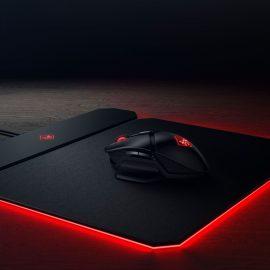 HP OMEN : Une souris de jeu sans fil et un pad compatible Qi pour la recharger !